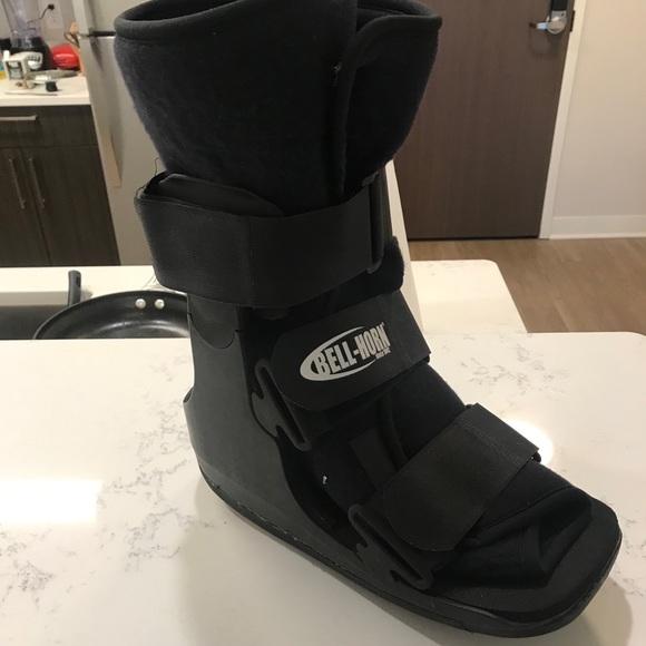 Bell Horn Surgical Walking Boot